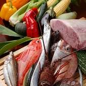 """四季折々の厳選食材を、店主が様々な料理としてお出しする""""おまかせ料理コース""""です。"""