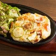 鉄板で作る焼ポテトサラダ