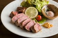 肉の旨みを凝縮!ほどけるような柔らか食感がクセになる『ヒレステーキ100g』