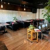 贅沢な広々空間も自慢。女子会、歓送迎会、各種宴会にも好評