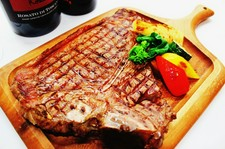 メインはTボーンステーキ!アンガス牛のヒレ肉とサーロインをたっぷりとお楽しみください!