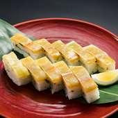 「まふく」がぎっしりと敷き詰められた、贅沢な創作寿司『めはり寿司』