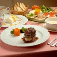 隠れ家レストランで落ち着いた雰囲気の中でのお食事はいかがでしょうか。 一品一品心を込めた手作りのお料理やワインを味わいながらのひとときをお過ごしください。