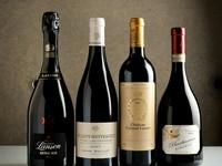 """抜栓後、時間をかけて開いてゆく、ゆっくり熟成した長期熟成したワインたち。飲み頃になるまで時間を有す特別なワインは、事前予約が必須。来店タイミングに合わせて抜栓し、""""最高の状態""""で提供してくれます。"""
