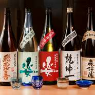 オリジナルラベルの「姿」「浴衣姿」を始め、「飛露喜」や「乾坤一」など多彩な日本酒にも注目。季節料理と合わせて、和のマリアージュに酔いしれられます。「森伊蔵」などの焼酎も豊富にそろっています。