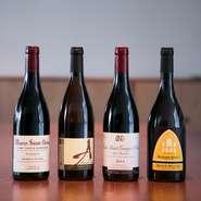 ワインは吉武氏のパリ時代からの盟友である茂木氏が主にセレクト。ブルゴーニュ、ボルドーを中心に、リーズナブルな価格帯からレアものまで幅広く揃います。福岡らしく、日本酒や焼酎のラインナップも。