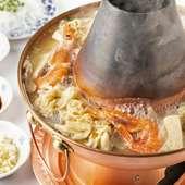 中国東北部の家庭料理『酸菜火鍋』は、冬しか出会えない味