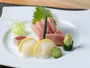 マグロやヒラメなど、市場で厳選して仕入れられる鮮魚