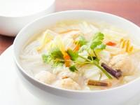 店主が惚れ込んだやさしくてコクのあるタイ風スープ。タイ料理初心者にもオススメの店主イチ押しメニューです。