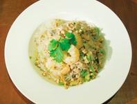 エビと豚肉、春雨を、酸味のきいたオリジナルソースで和えた、タイの代表的なサラダ。