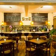 一皿は、2~3名様での取り分けに適したボリュームで盛り付けられています。またタイの「シンハービール」をはじめ、料理に合うドリンクメニューも豊富に用意されています。