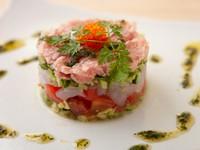 目でも舌でも楽しめる。海と大地の旬を堪能する『魚介と野菜のガレット』