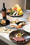 伊勢海老、鮑など最高の食材を揃えました。 鉄板焼の目の前調理の安全、迫力、美味しさを堪能ください。