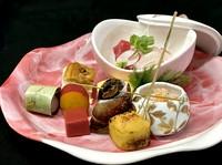 ※画像は『お弁当』2700円です。 ※オードブル、法要慶事弁当なども承ります。