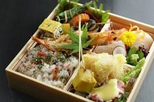 仕出弁当承ります。 ※画像は『お弁当』5400円です。 ※オードブル、法要慶事弁当なども承ります。