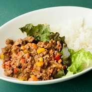 フィリピンの人気料理! 程好いピリ辛味でご飯が進む『sising(シシッグ)』