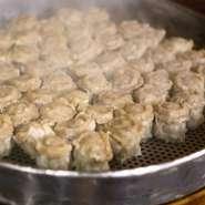 肉がギッシリ詰まって、食べ応え抜群『小洞天の名物シュウマイ』