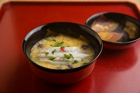 日本料理の重鎮ともいうべき店主が「玉手箱」と称する『煮物椀』