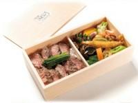 柔らかくてジューシーな穀物肥育の熟成ロース肉を使用。 人気No.1の1段。  (※前日19:00までにご注文ください) (※お弁当は、クーポン割引対象外商品です)