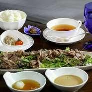 季節の生野菜・近江牛焼きしゃぶしゃぶ シェフ特製 オリジナルソースにて・近江米秋の詩・本日のスープ・コーヒー又は紅茶