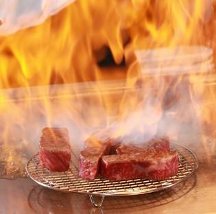 塩・胡椒は一切せず、肉本来の旨味を味わえる『近江牛 ロース』