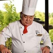 素材とオリジナルソースが織りなす味の七変化をを楽しめるよう、今までの経験で学んだフランス料理の技の全てを投入。ゲストが料理・会話の両方を楽しめる工夫もされているそうです。