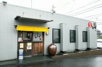静かな環境にあるロードサイドの焼肉店