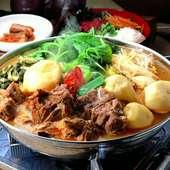 豚の背骨とジャガイモを煮込んだピリ辛スープの鍋。女性に人気のメニュー『カムジャタン』