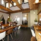 落ち着いた雰囲気の和み空間で、気の合う仲間と楽しい宴を