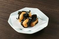 鳥取の大山鶏を自家製のつけだれでジューシーに仕上げています。
