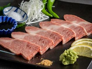 黒毛和牛の肉と脂の旨味がバランスよく味わえる『上カルビ』