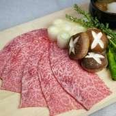 """トロ~リとした""""特製タレ""""と絡めていただく『極上・仙台牛の出汁とろろ焼きすき』"""