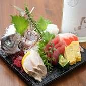 北海道の豊富な魚介がずらり。オーダー必須の看板メニュー『お刺身五点盛り』