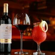 「料理人がつくるカクテル」をテーマした自慢の一杯。「アルコールが苦手な方でも楽しんでほしい」との思いを込めて開発したのだとか。「素材の美味しさ×美酒」が織りなすハーモニーに酔いしれられます。