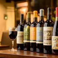 フランス産のワインを中心に、ジョージア(旧グルジア)からの珍しいワインも常時10種類ほどそろっています。赤・白・スパークリングと、種類も豊富。リーズナブルなものから高級ワインまで幅広いラインナップです。
