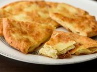 """ジョージアの""""国民食""""。チーズ入りパン『ハチャプリ』"""