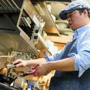 「掃除ができない人には美味しい料理はつくれない」という、師匠のモットーを大切にしている前田氏。常に清潔にすることをモットーに、キッチンからホールに至るまで、こまめな清掃を心掛けています。