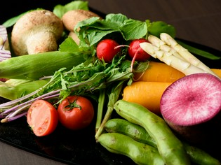 地物の旬魚介や野菜、能登産イベリコ豚や仔牛など逸品食材が集う