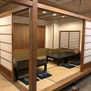 4名と10名の半個室が用意されており、ふすまを開けると最大16名まで収容可能です。6名用の完全個室は、接待などの改まった場に。2階には、26名まで利用できる宴会場も備わっており、多様な用途で活用できます。