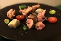 希少な野生の子猪を使った『子猪ローストステーキ』(入荷があるときのみ提供)