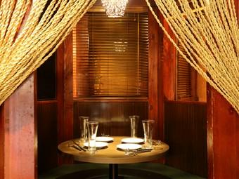 友人を誘って訪れたい、優雅に肉料理を味わえるオシャレな個室