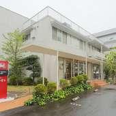 広々とした駐車場も完備。有名建築家が設計を手掛けた店舗