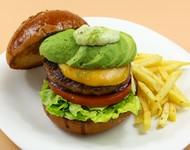 牛肉100%パティ追加(2枚)でボリューム満点! 肉汁たっぷり!お腹も心も大満足! ※全てのハンバーガーに追加できます。