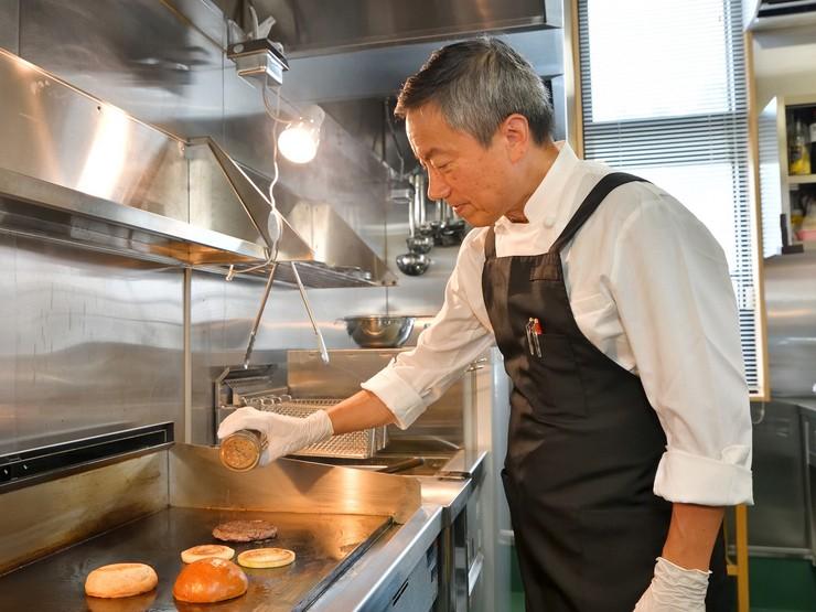職人技で仕上げる、肉汁たっぷり『ハンバーガー』