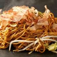 浜松もやしなど、野菜はできるだけ地元産のものを使い、ほかの食材も地元の業者から仕入れ、また浜松名産エシャレットを使った、地元の漬物屋がつくる『五色漬け』など、この土地ならではの味も取り入れています。