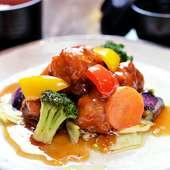 カラフルな野菜と黒酢の味わい『鶏肉と野菜の黒酢あんかけ定食』