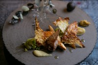 お香の香りとともに楽しむ、鹿児島が誇るブランド鶏『桜島 日本三大地鶏 さつま地鶏と早生キャベツ』
