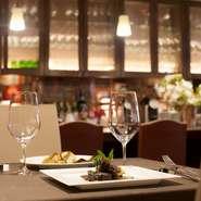 来店目的に合わせテーブル席もしくはカウンター席を選べます。※予約状況により2名様でのご利用はカウンター席のみとさせていただく場合もございます。