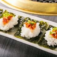 韓国風鱈の塩辛を韓国海苔とご飯に乗せて