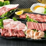 各地から厳選したその時の良い肉から、タン塩、21カルビ、ホルモンなど人気の部位が6種類も楽しめる盛り合わせです。カットしたての肉は新鮮そのもの、しかもリーズナブル。二人でお腹いっぱい食べられます。